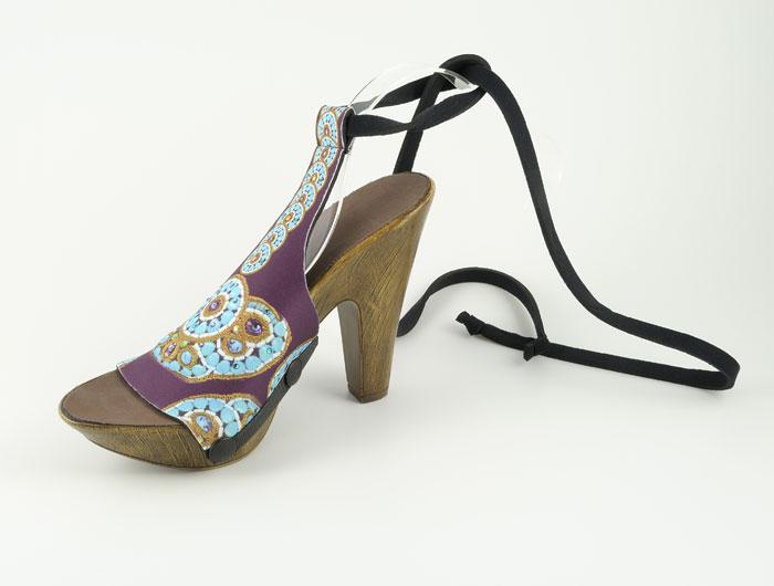 Interchangeable vegan wood-look heels