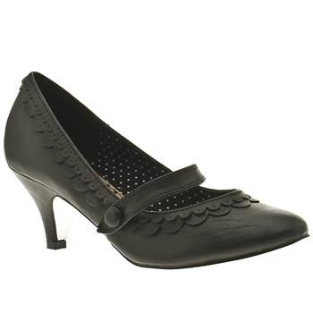 low, scalloped retro vegan heels