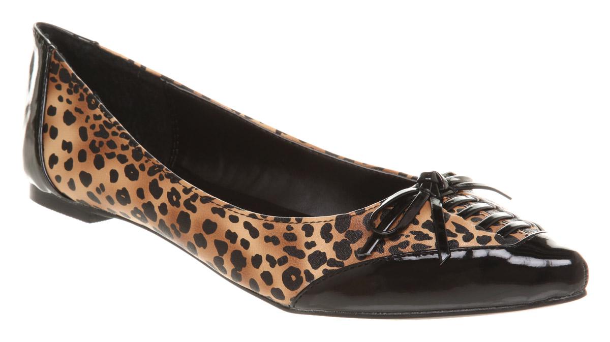 Pointy vegan leopard print flats